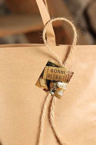 Image du produit Etiquette adhésive carrée bouchons - Bonne retraite (boîte de 500)